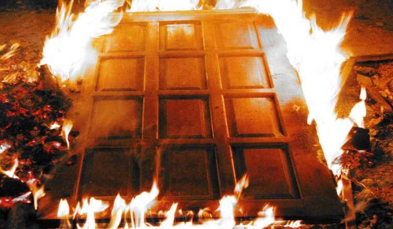 Поджог дверей Петербург риэлтор