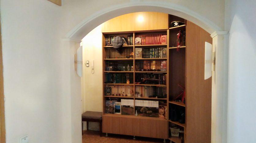 Продается квартира в Санкт-Петербурге и коридором-холлом.