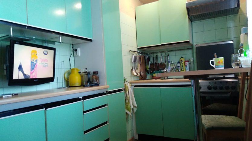 Продажа квартиры с большой кухней в Санкт-Петербурге.