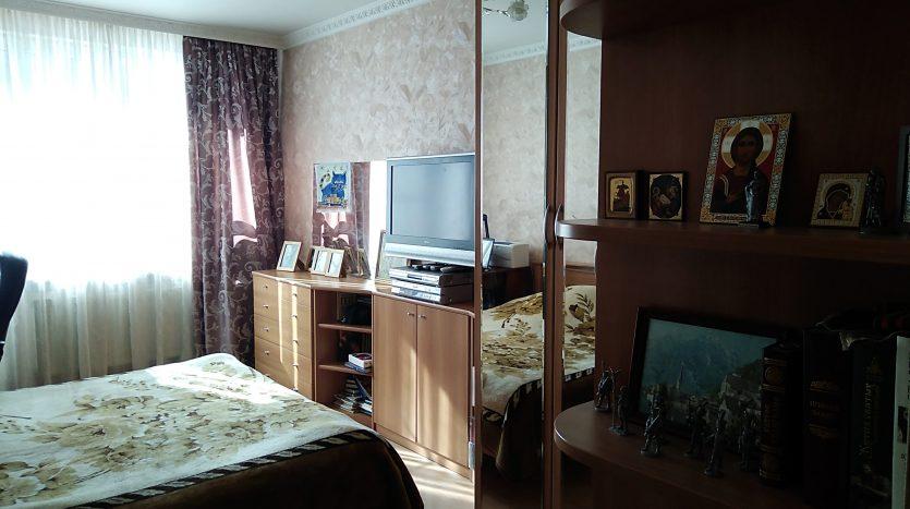Купить 3 х комнатную квартиру. В Питере.