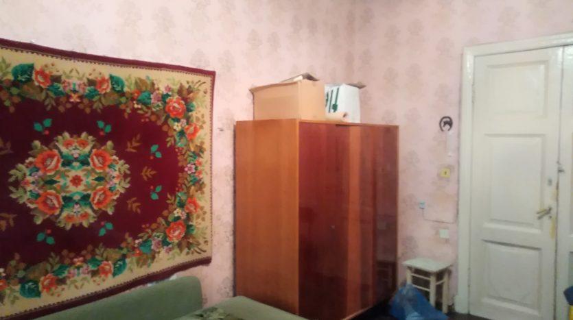 Продаю комнату 17,5 кв.м. метро Василеостровская.