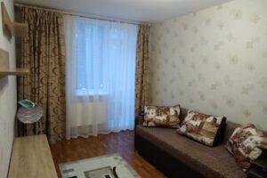 Сдается 1 комнатная квартира на длительный срок.