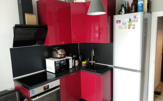 Продается 1 комнатная квартира с большой кухней.