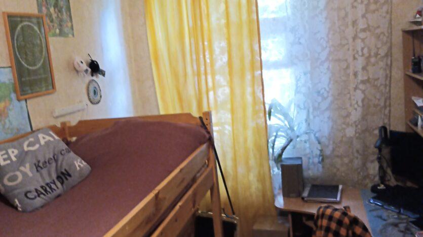 Prodaetsya-4-komnatnaya-kvartira-nedorogo-SPb