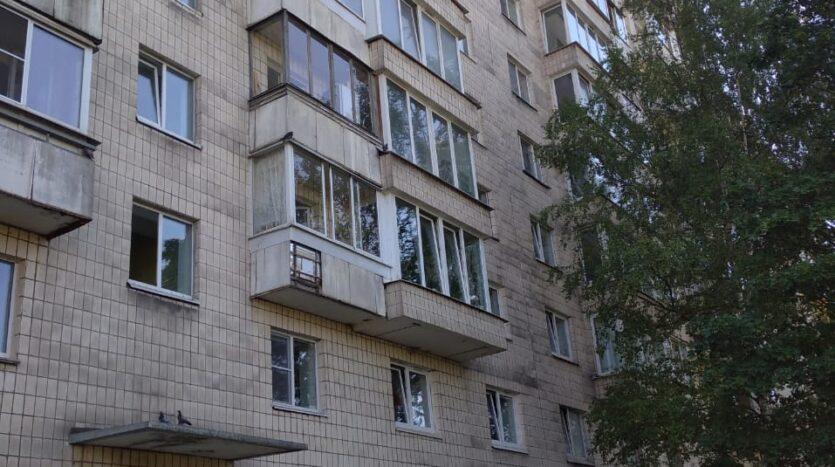 Prodaetsya-kvartira-v-kirpichnom-dome-u-metro-Primorskaya